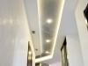 Натяжной  потолок в квартире в коридоре